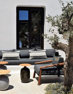 Kalesma, the new luxurious boutique hotel in Mykonos you should check out Athens Restaurants, Local Eatery, Mykonos Hotels, Cozy Sofa, Earthy Color Palette, Greek Design, Hot Beach, Minimalist Interior