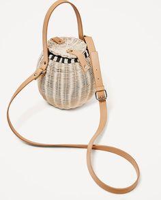 Image 3 of RAFFIA BUCKET BAG from Zara