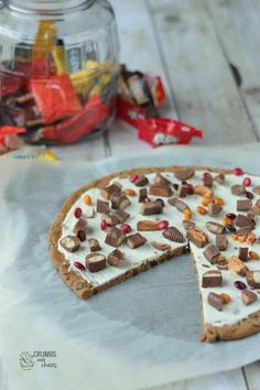 """Trick or Treat Dessert Pizza from """"Crumbs and Chaos"""""""