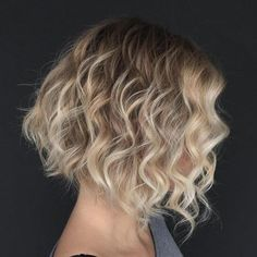 71 most popular ideas for blonde ombre hair color - Hairstyles Trends Bob Haircut For Fine Hair, Bob Hairstyles For Fine Hair, Curly Hair Cuts, Short Curly Hair, Curly Hair Styles, Cool Hairstyles, Hairstyles 2018, Short Wavy, Medium Hairstyles