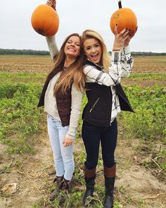 So ready for fall with my best friends 🎃 Best Friend Pictures, Bff Pictures, Friend Photos, Cute Fall Pictures, Bff Pics, Besties, Bestfriends, Pumpkin Patch Pictures, Fall Pictures With Pumpkins
