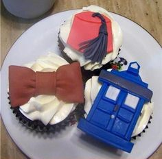 Doctor Who cupcake    Gotta make these for Kyle!