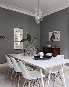 """570 curtidas, 4 comentários - Mobly (@moblybr) no Instagram: """"Paredes sóbrias + cadeiras eames brancas = a uma sala de jantar moderna e receptiva. Que tal? . . .…"""""""