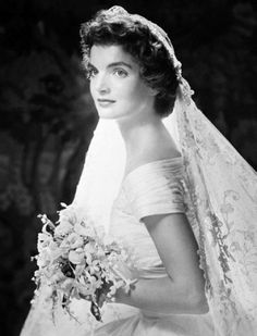 Explore famous, rare and inspirational Jackie Kennedy quotes. Here are the 10 greatest Jackie Kennedy quotations on happiness, struggle, politics and life. Jacqueline Kennedy Onassis, John Kennedy, Jackie Kennedy Wedding, Jackie Kennedy Style, Jaqueline Kennedy, Carolyn Bessette Kennedy, Jackie Jackie, Kennedy Wife, Stars D'hollywood