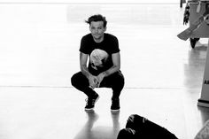 Louis chillin' on set... #DragMeDownMusicVideo http://smarturl.it/1DdmdYT