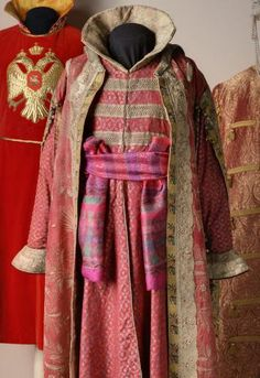 """Costume fancy graphs AA Bobrinsky (""""Boyar XVII."""") Russia, St. Petersburg (?). 1903 Visit the sections: ∙ Veale. Princes, princesses and others. Kaftan top silk, brocade, metallic lace, silver, copper, gold thread; embroidery, weaving, molding Back length 145.0 Post. in 1952 from the Soviet peoples GME Inv. Number EFV-13038, SW-1693 Kaftan lower brocade, silk and gold thread, metal; embroidery, weaving, molding Back length 121.0"""