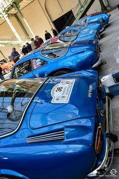 #Alpine #A110 au départ du #TourAuto au Grand Palais. Reportage complet : http://newsdanciennes.com/2016/04/19/cest-parti-tour-auto-2016-verifs-grand-palais/ #ClassicCars #Voitures #Anciennes #Racing