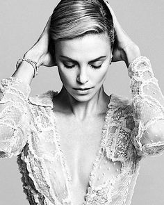 Charlize Theron / Photographed by Nico Bustos / For Harper's Bazaar China October 2014 Classic Beauty, Timeless Beauty, Portrait Photography, Fashion Photography, Charlize Theron Photos, Foto Casual, Shooting Photo, Top Celebrities, Belle Photo