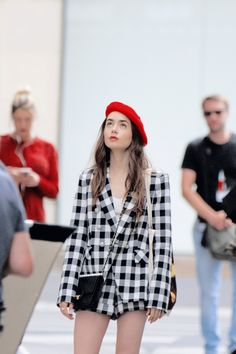 Lily Jane Collins News Lily Collins Casual, Lily Collins Style, Carrie Bradshaw, Paris Outfits, Fashion Outfits, Gossip Girl Fashion, Valley Girls, Cute Fall Outfits, Just Girl Things