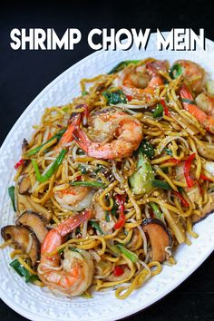This is the BEST Shrimp chow mein recipe you will find online, hands donw! Shrimp Dishes, Shrimp Recipes, Fish Recipes, Asian Recipes, Healthy Recipes, Ethnic Recipes, Chinese Recipes, Recipies, Food Shrimp