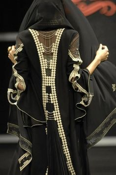 Need to cover the translucent area. But other than tht. Great abaya.