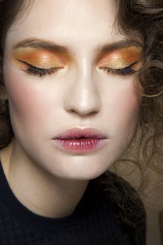 runway makeup / stain lips / orange and yellow eye makeup Makeup Trends, Makeup Inspo, Makeup Art, Eye Makeup, Fall Makeup, Berry Makeup, Movie Makeup, Orange Makeup, Makeup Steps