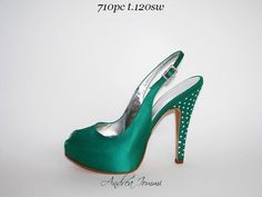 Scarpa aperta da cerimonia in raso verde. Open toe shoes in green satin. www.andreaiommi.it #shoes #wedding #Satin #Swarovski #hells10 #fashion #bridal #scarpe #sposa #cerimonia #tacco12 #online