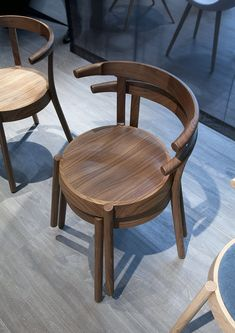sedie e felicità Outdoor Dining Furniture, Retro Furniture, Cheap Furniture, Furniture Design, Furniture Ideas, Furniture Outlet, Furniture Stores, Discount Furniture, Painting Kitchen Chairs