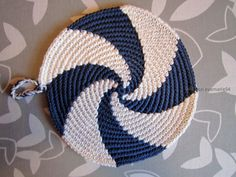 Instructions for round pot holders wanted - crochet forum - Instructions for round pot holders wanted - crochet forum - ARD buffet: knitting shadows - Tanja SteinbachFREE crochet or knit farmhouse p. Crochet Hot Pads, Crochet Baby, Free Crochet, Knit Crochet, Spiral Crochet Pattern, Crochet Motifs, Crochet Patterns, Knitted Blankets, Knitted Hats