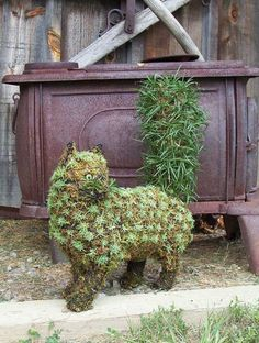 MUST LEARN to make this!           Green Piece Wire Art Topiary Cat