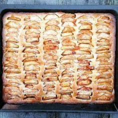 Recipe for Dutch apple sheet cake Dutch Recipes, Sweet Recipes, Baking Recipes, Cake Recipes, Dessert Recipes, Food Cakes, Cupcake Cakes, Cupcakes, Delicious Desserts
