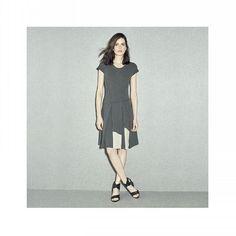 Vestido em malha dupla bouclê...   Compre online em fitweb.com.br   #inverno2016FIT #vestido #assimetria