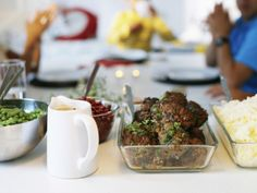 From buffets to summery sharing plates, serve your party feast in our MIXTUR dishes.
