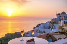 If you are wondering where to stay in Santorini or specifically looking for Airbnb Santorini rentals, you have come to the right place! I've rounded up the twelve best Santorini Airbnb options in the best place to stay in Santorini. Greece Vacation, Greece Travel, Greece Honeymoon, Santorini Island, Santorini Greece, Cheap Hotels In Santorini, Best Hotels In Greece, Sunset Point, Jacuzzi Outdoor