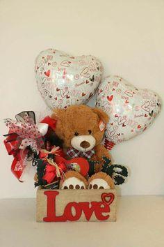 Valentines Day Baskets, Valentine Gifts For Kids, Valentine Box, Valentines Day Decorations, Valentine Crafts, Pinterest Valentines, Valentine Bouquet, Valentine's Day Gift Baskets, Balloon Gift