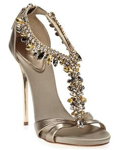 Nice gold sandals with beautiful stones at the front!
