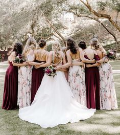 our prints make a look easy 🙌 colors: hibiscus and ohana soft blush multi 💘 photo Bridal Party Dresses, Bridal Gowns, Wedding Gowns, Summer Wedding, Dream Wedding, Beautiful Bridesmaid Dresses, Bridal Musings, Wedding Dress Shopping, Brides And Bridesmaids