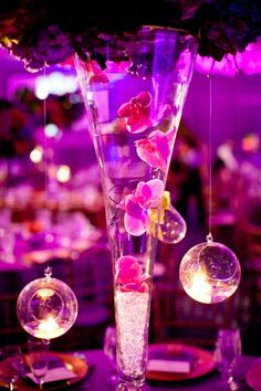 Day 1- Lunch reception, tall : love the idea of floating flowers inside the vase as well