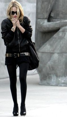 Inspiration Look - LoLoBu. Fully in black, large tote bag with gold accent pieces.