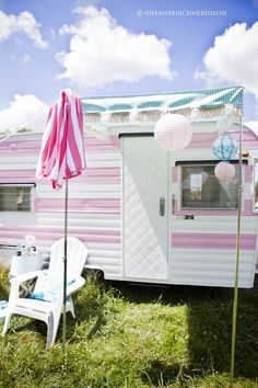 Heart Handmade UK: A Delightful Caravan in Pinks and Blues | The Cutest Little Trailer from The Fancy Farm Girl