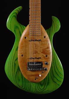 Peter Malinoski has a very, very interesting take on the history and design of solid bodied guitars that obviously is at the root of his design philosophy.