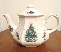Sadler Christmas Teapot, White w Beautiful Tree, Floral Motif.