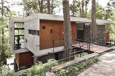 The Corallo House is a project by PAZ Arquitectura. Located on a hillside forest area in Guatemala City, the Corallo house integrates the surrounding nature into its layout respecting it and using nature as an architectural intervention. The project preserved the existing trees and the result is a beautiful layout that merges nature and architecture in a modern and inspiring way.