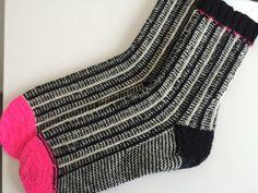 Handknitted woolen socks door ShopbyLinda op Etsy Woolen Socks, Knitting, Etsy, Vintage, Fashion, Tricot, Fashion Styles, Wool Socks, Stricken