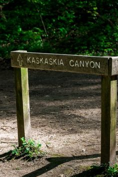 The sign to Kaskaskia Canyon at Starved Rock State Park in Illinois. Click for the secret guide!