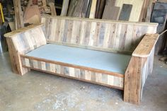Pallet wood sofa ready for cushions Reclaimed Barn Wood, Pallet Wood, Wood Pallets, Pallet Projects, Woodworking Projects, Easy Table, Diy Furniture, Outdoor Furniture, Wood Sofa