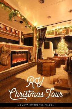 Renovated RV Christmas Tour - Come see how we decorated our tiny home on wheels for the holidays! Cabin Christmas, Rustic Christmas, Diy Camper, Camper Life, Camper Ideas, Natural Christmas, Simple Christmas, Bus Living, Camper Makeover