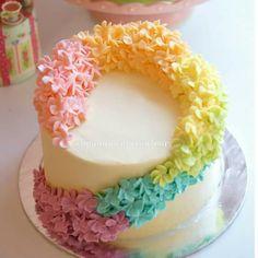 Beauty cake 70th Birthday Cake, Mom Birthday, Cupcake Cakes, Cupcakes, Traditional Cakes, Just Cakes, How To Make Cake, Cake Decorating, Decorating Ideas