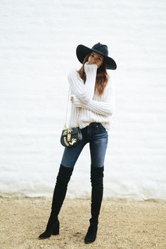 45 Most Beautiful Knee High Boot Ideas to Fit Fashion in This Moment - Artbrid - Thigh High Boots Outfit, Black Boots Outfit, Winter Boots Outfits, Over The Knee Boot Outfit, Black High Boots, Long Boots, Look Fashion, Fashion Models, Fashion Outfits
