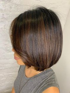 Short bob hairstyles have always been popular, it's no secret. The problem is that the variety of options we have for long hair to the chin, the perfect length for short hair, is now more than impressive. Loose Hairstyles, Popular Hairstyles, Short Bob Hairstyles, Natural Hair Styles, Short Hair Styles, Best Bobs, Long Curls, Fine Hair, Hair Trends