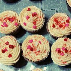 #sanvalentin #chocolate #vainilla #azucardecolores #buttercream Chocolate, Photo And Video, Desserts, Instagram, Food, Vanilla, Tailgate Desserts, Deserts, Essen
