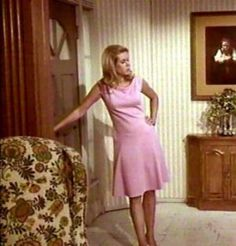 TV show fashion history on Bewitched and pink dress worn by Elizabeth Montgomery. Agnes Moorehead, Bewitched Tv Show, Bewitched Elizabeth Montgomery, Fashion Documentaries, Vintage Outfits, Vintage Fashion, Vintage Tv, Vintage Style, Fashion History