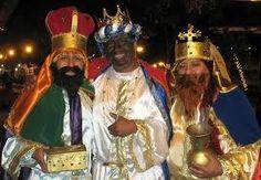 Personas en México disfrazarse en honran de jesus y los reyes hombres y Mary.