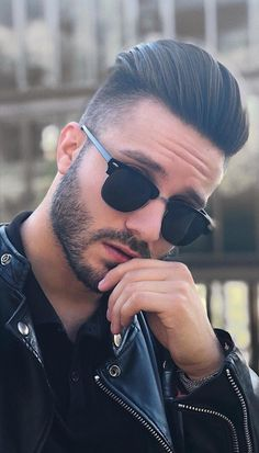 Here Are 12 Best Short Haircuts For Men To Try In 2019 Picture Credits Picture Credits… Haircuts For Medium Hair, Hot Haircuts, Latest Haircuts, Cool Mens Haircuts, Cool Hairstyles For Men, Trendy Haircuts, Medium Hair Cuts, Hairstyles Haircuts, Medium Hair Styles