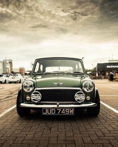 Mini Cooper Classic, Mini Cooper S, Classic Mini, Classic Cars, Retro Cars, Vintage Cars, 135i Coupe, Bob Marley Pictures, Mini Morris