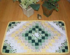 "How to Make a Quilted Placemat with the ""Around the World"" Quilt Pattern Quilted Placemat Patterns, Applique Quilt Patterns, Beginner Quilt Patterns, Quilting Templates, Quilting Tutorials, Quilting Designs, Placemat Ideas, Placemat Design, Patchwork Designs"