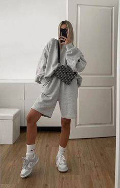 Tomboy Fashion, Fall Fashion Outfits, Casual Fall Outfits, Retro Outfits, Look Fashion, Streetwear Fashion, Trendy Outfits, Sporty Outfits, Boyish Outfits