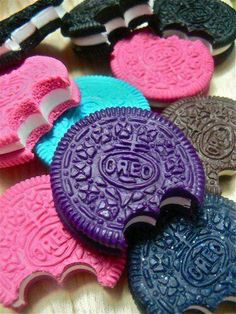 Assorted Colors of Oreo Cookies. Delicious Cake Recipes, Yummy Cakes, Yummy Food, Creative Cakes, Creative Food, Junk Food, Oreo Flavors, Rainbow Food, Oreo Cookies