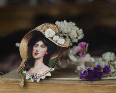 """Купить или заказать Брошь  """"Portreit of a Young Woman in a Hat"""" в интернет магазине на Ярмарке Мастеров. С доставкой по России и СНГ. Материалы: хлопковые нити, шёлковые нити, бисер,…. Размер: по запросу"""