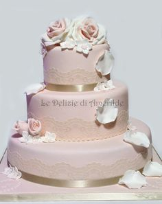 Le Delizie di Amerilde. Roses. Elegant couture cake from www.ledeliziediamerilde.it